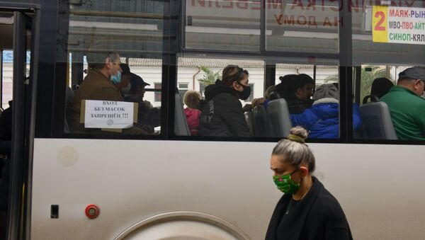 Люди в масках в транспорте  - Sputnik Абхазия