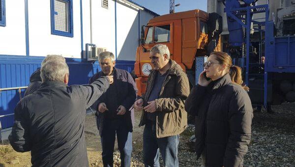 Михаил Логуа и Кристина Озган на мете аварии ПС Сухум-1 - Sputnik Абхазия