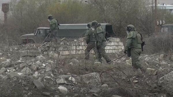 Инженерная разведка и разминирование местности вдоль дороги Шуша – Лысогорский в Нагорном Карабахе - Sputnik Абхазия