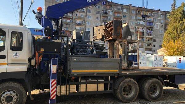 Демонтаж сгоревшего оборудования  - Sputnik Абхазия