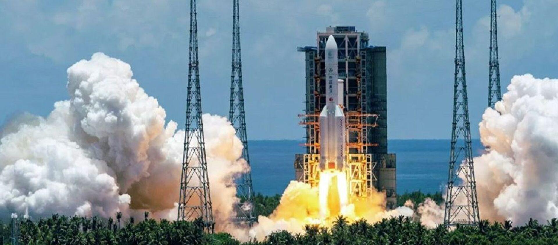 Запуск ракеты-носителя Чанчжэн-5 с первым зондом по исследованию Марса Тяньвэнь-1 с космодрома Вэньчан на острове Хайнань - Sputnik Абхазия, 1920, 19.12.2020