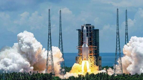 Запуск ракеты-носителя Чанчжэн-5 с первым зондом по исследованию Марса Тяньвэнь-1 с космодрома Вэньчан на острове Хайнань - Sputnik Абхазия