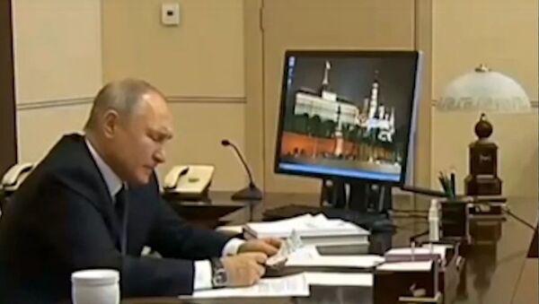 Путин призвал все регионы сделать 31 декабря выходным - Sputnik Абхазия