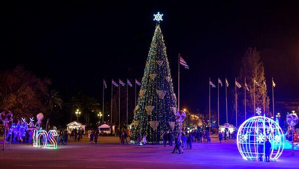 Новогодняя атмосфера в Сухуме  - Sputnik Абхазия