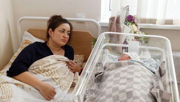 Глава администрации Сухума Беслан Эшба выделил 100 тысяч рублей первому ребенку, родившемуся в 2021 году в столице - Sputnik Аҧсны