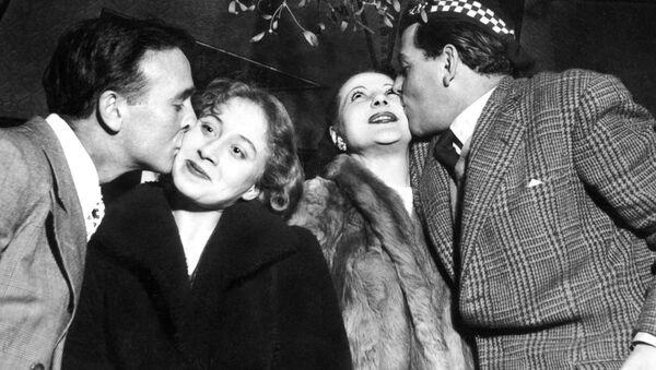 Празднование Нового года в Париже, 1951 год - Sputnik Абхазия