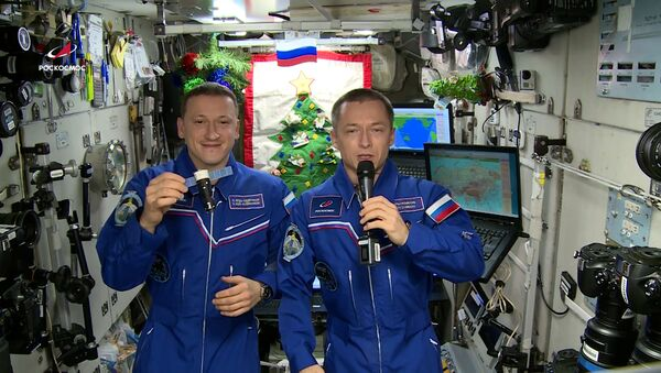 Космонавты Роскосмоса поздравили жителей Земли с Новым годом - Sputnik Абхазия