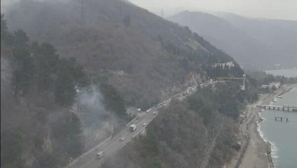 Пожар и камнепады: специалисты МЧС Абхазии потушили очаги огня в Гагре - Sputnik Абхазия