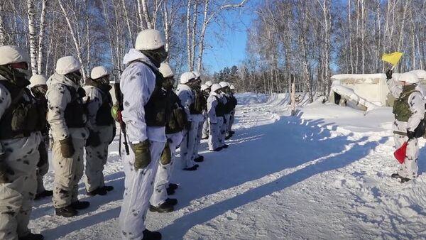 Подготовка связистов ЦВО к АрМИ-2021 в условиях сибирских морозов - Sputnik Абхазия