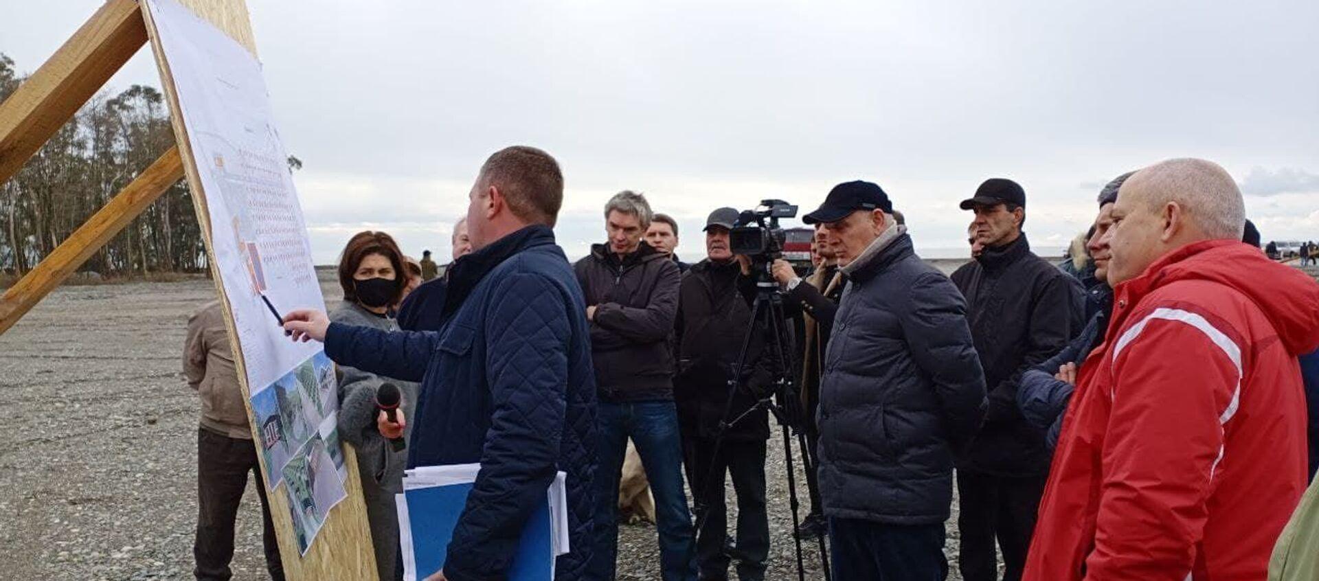 Президент Абхазии Аслан Бжания посетил сегодня место строящегося крупного туристического объекта в селе Тамыш - Sputnik Аҧсны, 1920, 17.01.2021