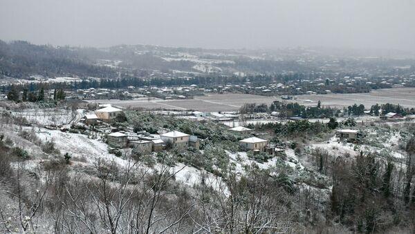 Первый снег в столице Абхазии  - Sputnik Аҧсны