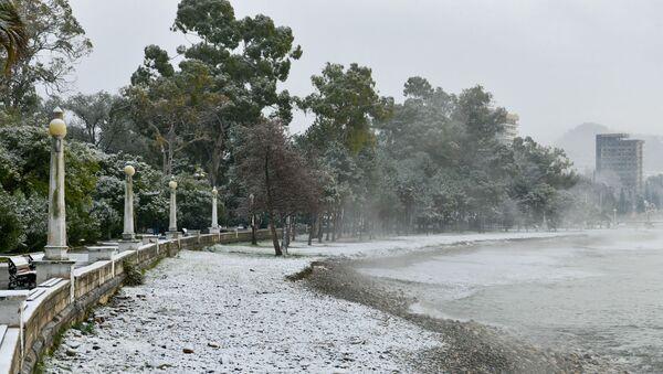 Первый снег в столице Абхазии - Sputnik Абхазия