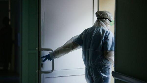 Работа врачей в красной зоне Новосибирской областной клинической больницы - Sputnik Аҧсны