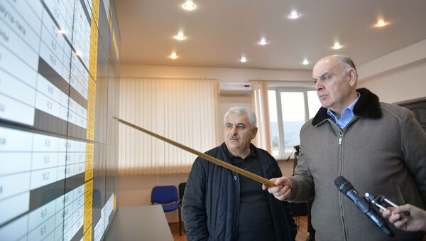 Аслан Бжания посетил диспетчерскую  Черноморэнерго - Sputnik Аҧсны