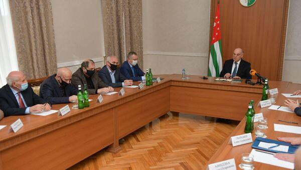 Встреча Аслана Бжания с Парламентом Абхазии  - Sputnik Аҧсны