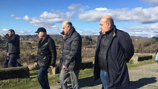 Аслан Бжания посетил перепадную станцию ГЭС-1 в Ткуарчалском районе - Sputnik Абхазия
