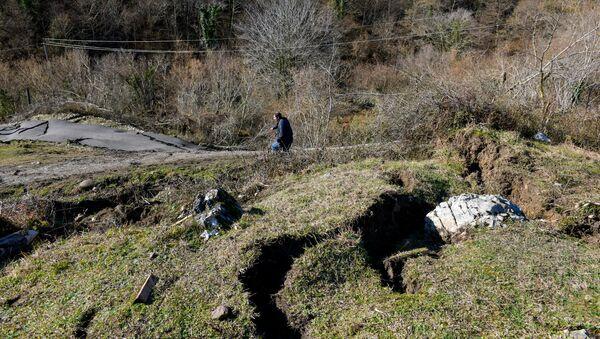 Обвал дороги в селе Бедиа ду Ткуарчалского района - Sputnik Аҧсны