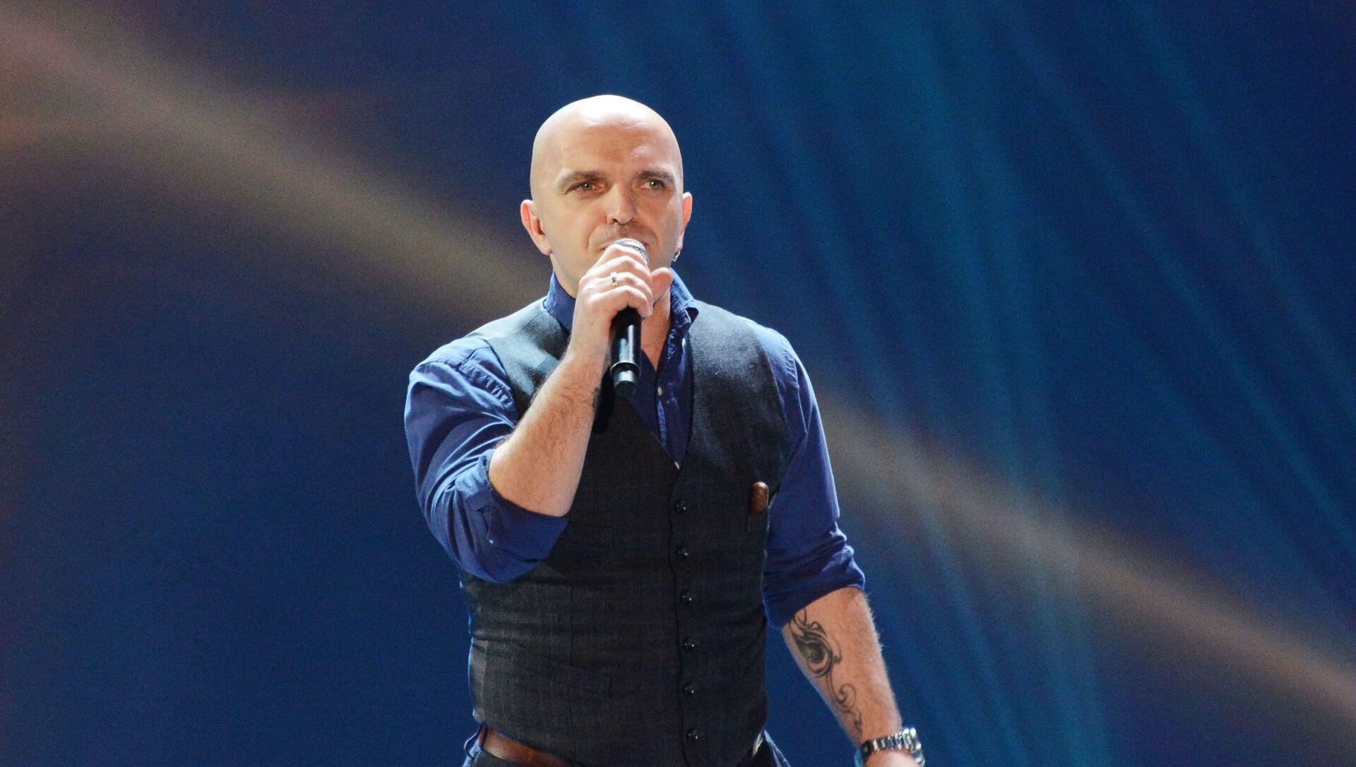 Участник группы Непара (Александр Шоуа) выступают на музыкальном фестивале Песня года 2014 в СК Олимпийский. - Sputnik Абхазия, 1920, 01.09.2021