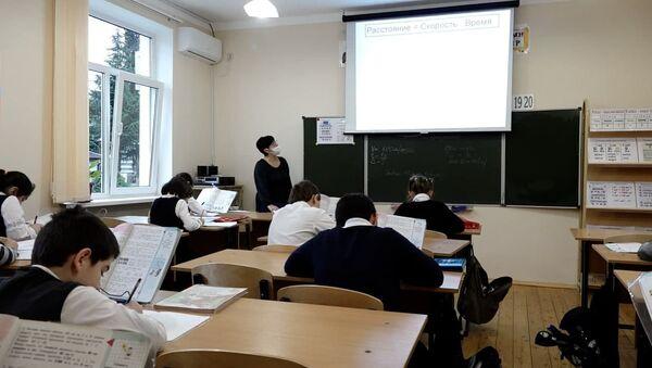 Снова в школу: как учебные заведения Абхазии возобновили работу - Sputnik Абхазия