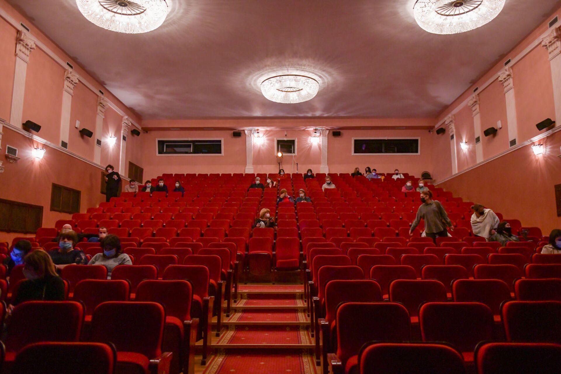Асабрада, адистанциа, арзҩыдара: аурыс театр аусура хацнаркит - Sputnik Аҧсны, 1920, 16.02.2021