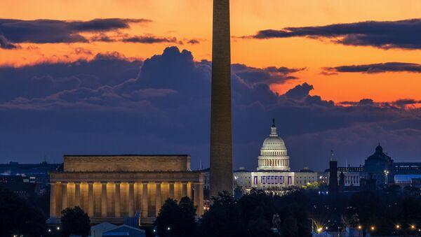 Мемориал Линкольна,  монумент Вашингтону и Капитолий США на рассвете в день инаугурации в Вашингтоне - Sputnik Абхазия