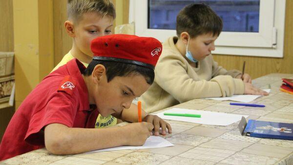 На российской военной базе Южного военного округа (ЮВО), состоялся конкурс детских рисунков на тему «Военные врачи глазами ребенка» - Sputnik Аҧсны
