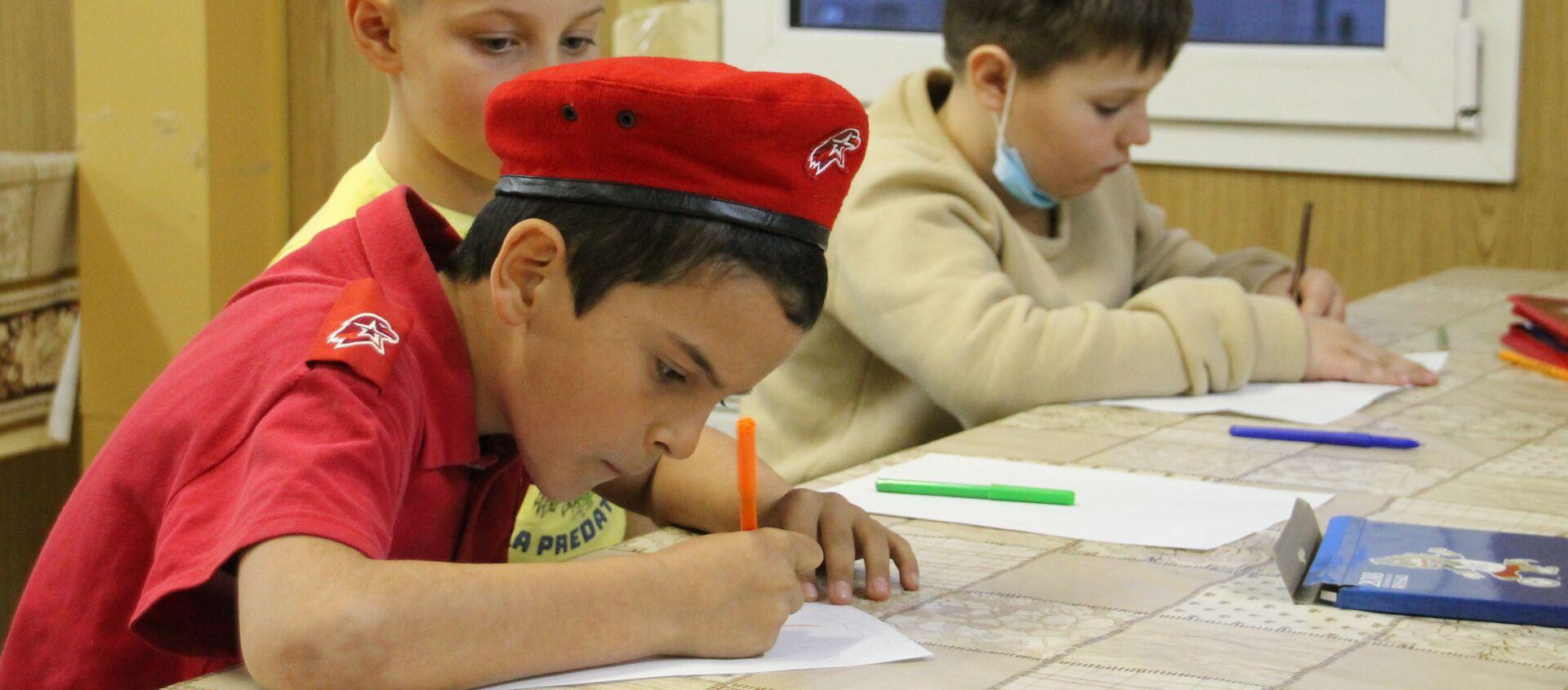 На российской военной базе Южного военного округа (ЮВО), состоялся конкурс детских рисунков на тему «Военные врачи глазами ребенка» - Sputnik Аҧсны, 1920, 22.02.2021