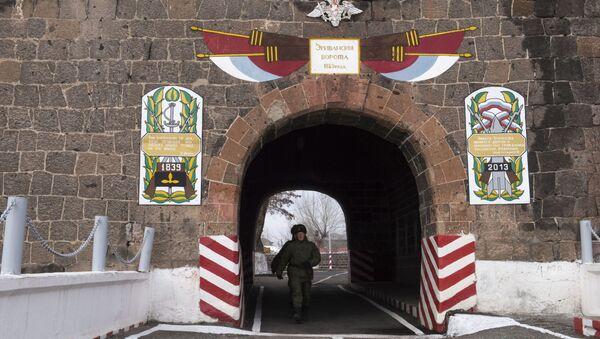 Военнослужащие на территории 102-й российской военной базы Южного военного округа в Гюмри. - Sputnik Абхазия