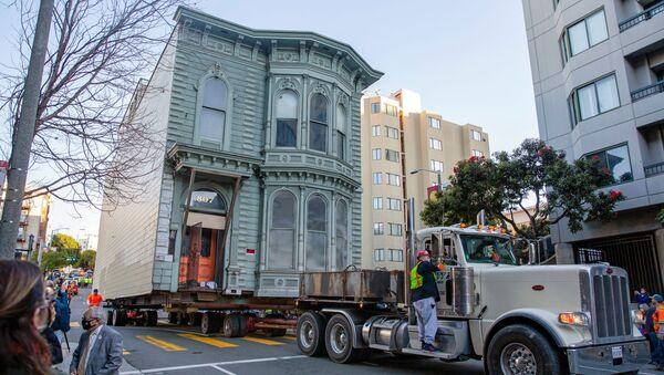 Перемещение 139-летнего Викторианского дома в Сан-Франциско - Sputnik Абхазия