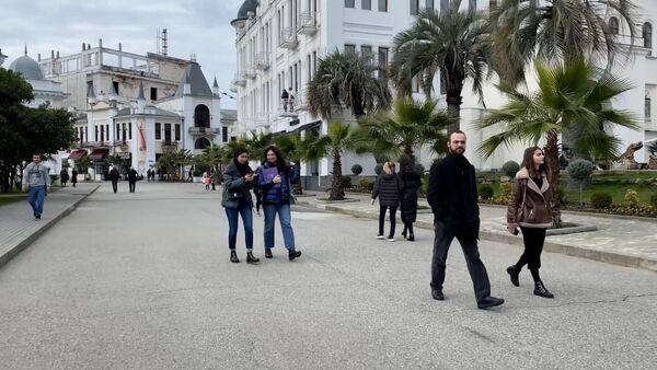 Выход из ограничений: как Абхазия возвращается к привычной жизни - Sputnik Абхазия