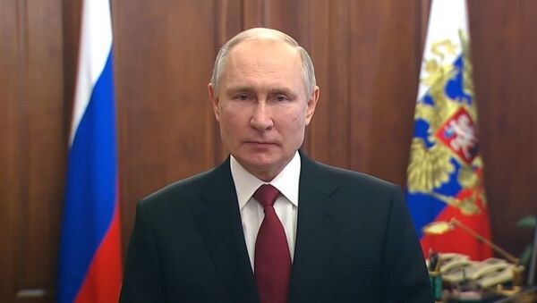 Путин поздравил российских военных с Днём защитника Отечества — видео - Sputnik Абхазия