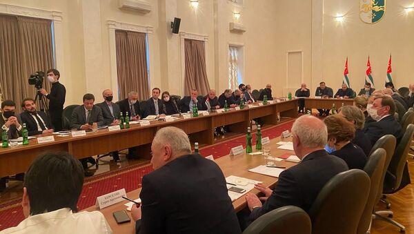 Под председательством вице-президента Бадры Гунба состоялось организационное совещание, посвященное созданию общественного совета при президенте Абхазии - Sputnik Аҧсны