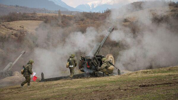 Артиллеристы ЮВО в горах Абхазии уничтожили бронетехнику условного противника из гаубиц Д-30 - Sputnik Абхазия
