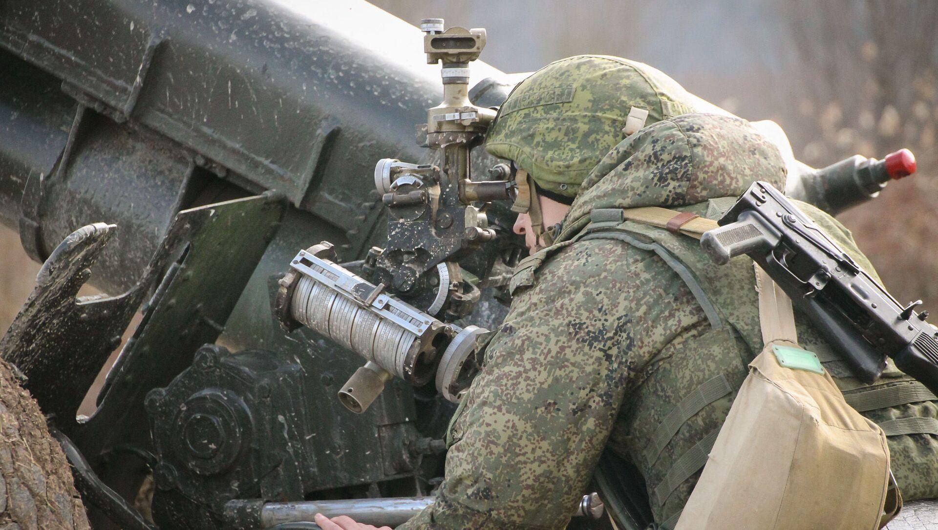 Артиллеристы ЮВО в горах Абхазии уничтожили бронетехнику условного противника из гаубиц Д-30 - Sputnik Аҧсны, 1920, 26.02.2021