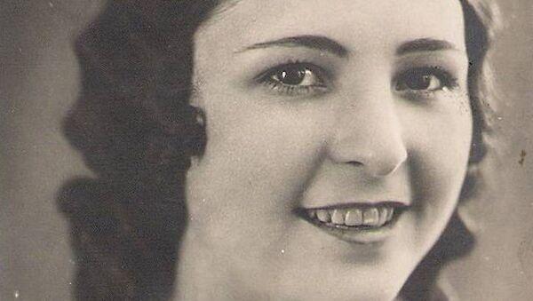 Қьериман Халис Едже (Ебжьноуԥҳа) 1932 шықәса рзы, 28 тәыла рхаҭарнакцәа злахәыз аԥшӡара аконкурс аҟны, раԥхьатәи Адунеи амисс ҳәа ахьӡ ҳарак лыхҵахеит. - Sputnik Аҧсны