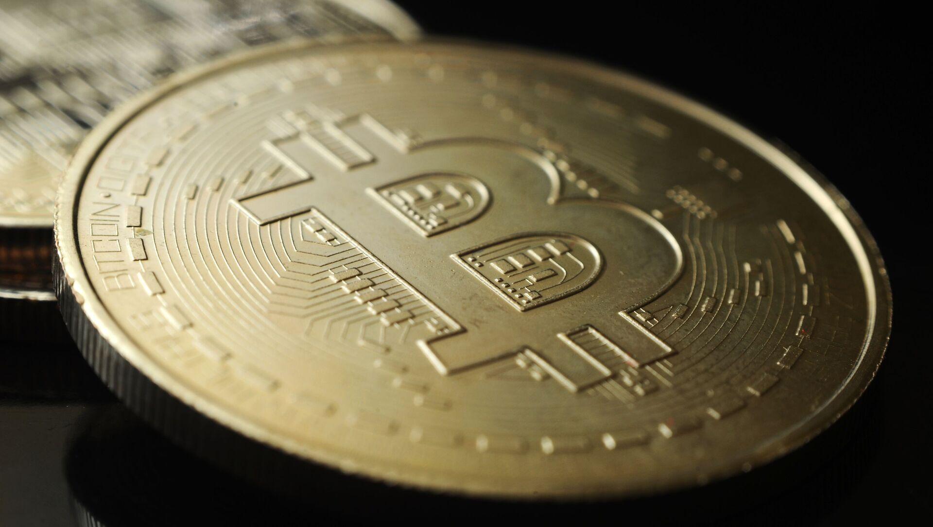 Сувенирная монета криптовалюты биткойн. - Sputnik Аҧсны, 1920, 06.09.2021