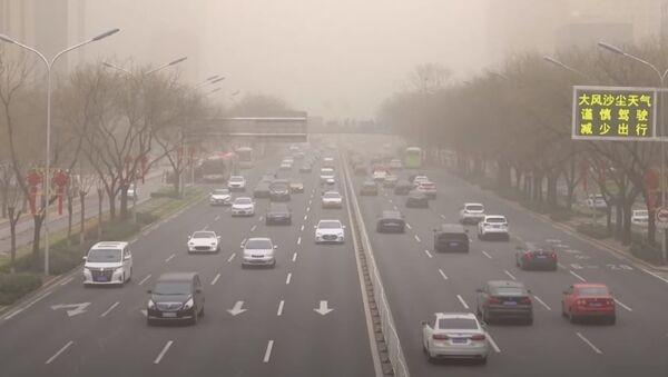 Отмены авиарейсов, пробки и загрязнение воздуха: на Китай обрушилась сильнейшая песчаная буря - Sputnik Абхазия