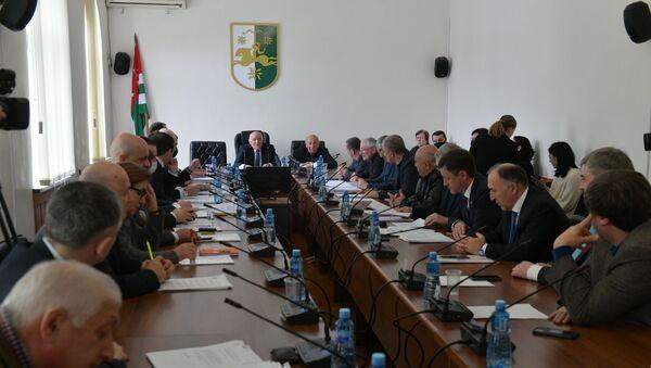 Доходы чиновников: в Парламенте Абхазии обсудили закон о декларировании  - Sputnik Абхазия