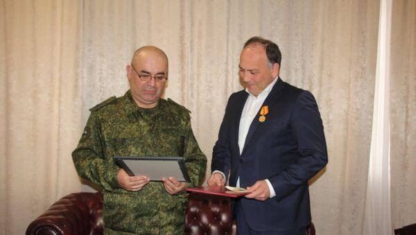 Министр иностранных дел Даур Кове награжден медалью Министерства обороны Республики Абхазия За поддержания Мира в Абхазии - Sputnik Абхазия