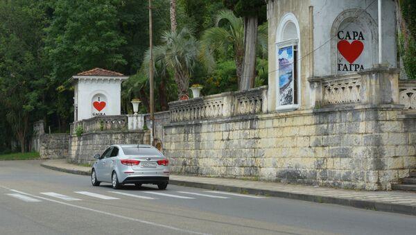 Движение автотранспорта в Гаграх. - Sputnik Абхазия