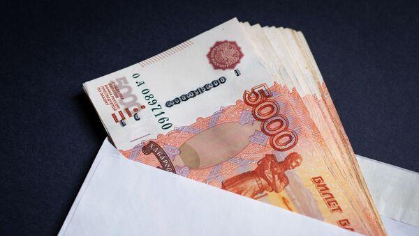 Конверт с российскими рублями. - Sputnik Аҧсны