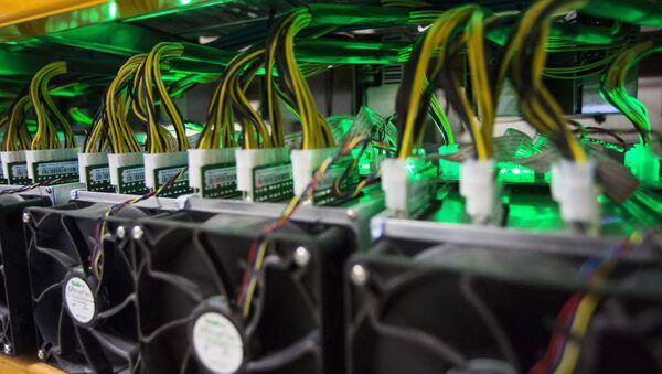 Майнинг биткойнов рассматривается на BitFarms в Сент-Хьясинте, Квебек - Sputnik Аҧсны
