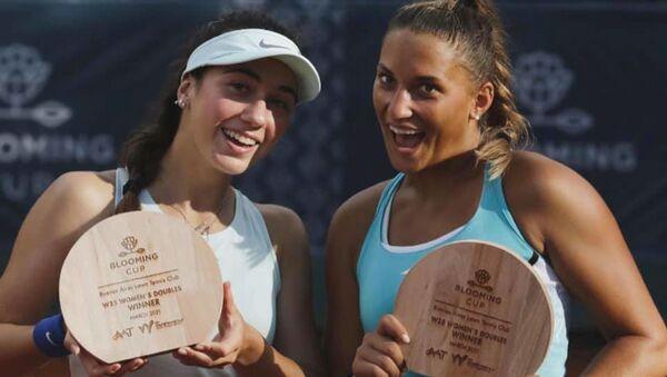 Абхазская теннисистка Амина Аншба в паре с венгеркой Панной Удварди победила в  турнире ITF W25 в Буэнос-Айресе - Sputnik Абхазия