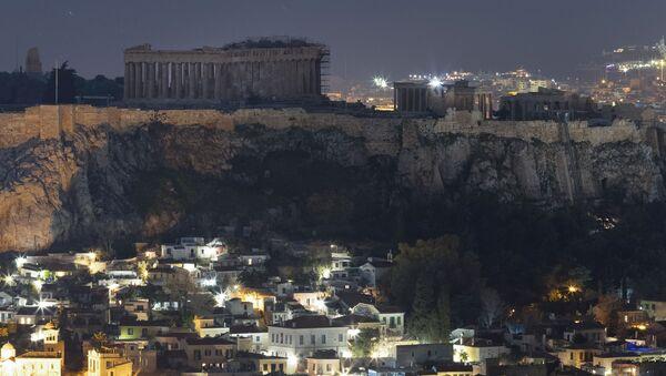 Фотографии до и после акции Час Земли в Афинах  - Sputnik Абхазия