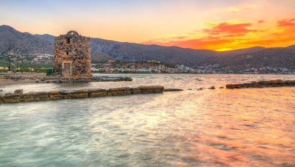 Старые руины мельницы в заливе Мирабелло на Крите - Sputnik Абхазия