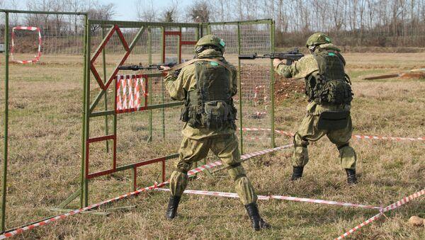 Военнослужащие разведывательных подразделений Южного военного округа освоили новые методы стрельбы - Sputnik Аҧсны