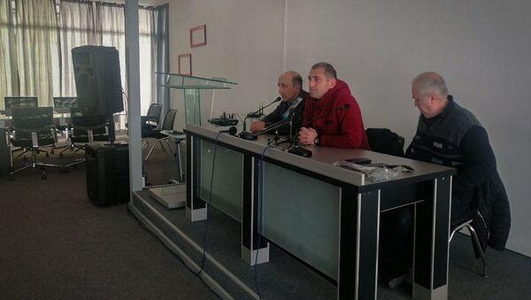 Встреча представителей политпартий и инициативной группы, продвигающей антикоррупционный закон - Sputnik Абхазия