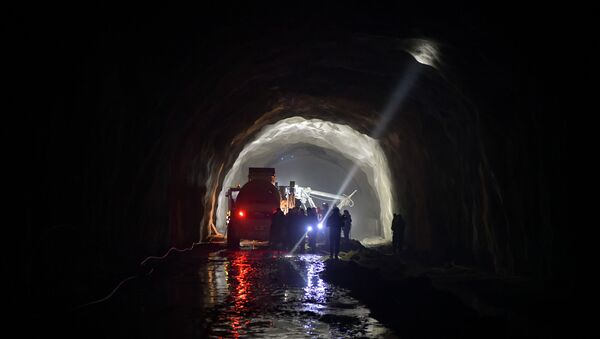 Адгьыл аҵаҟа аԥсҭазаара еилашоит: ЕгрыГЕС адеривациатә тоннель аремонт - Sputnik Аҧсны