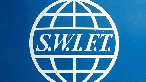 На иллюстрации изображен логотип SWIFT в их штаб-квартире в Брюсселе - Sputnik Абхазия