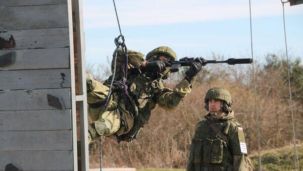 Военнослужащие разведчики ЮВО в горах Абхазии израсходовали более 40 тыс. боеприпасов в ходе лагерного сбора - Sputnik Абхазия